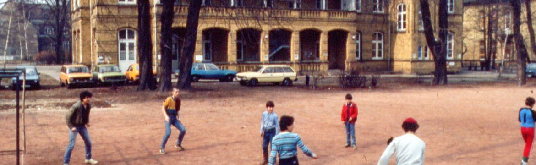 HausDrei - Kinder spielen Fußball