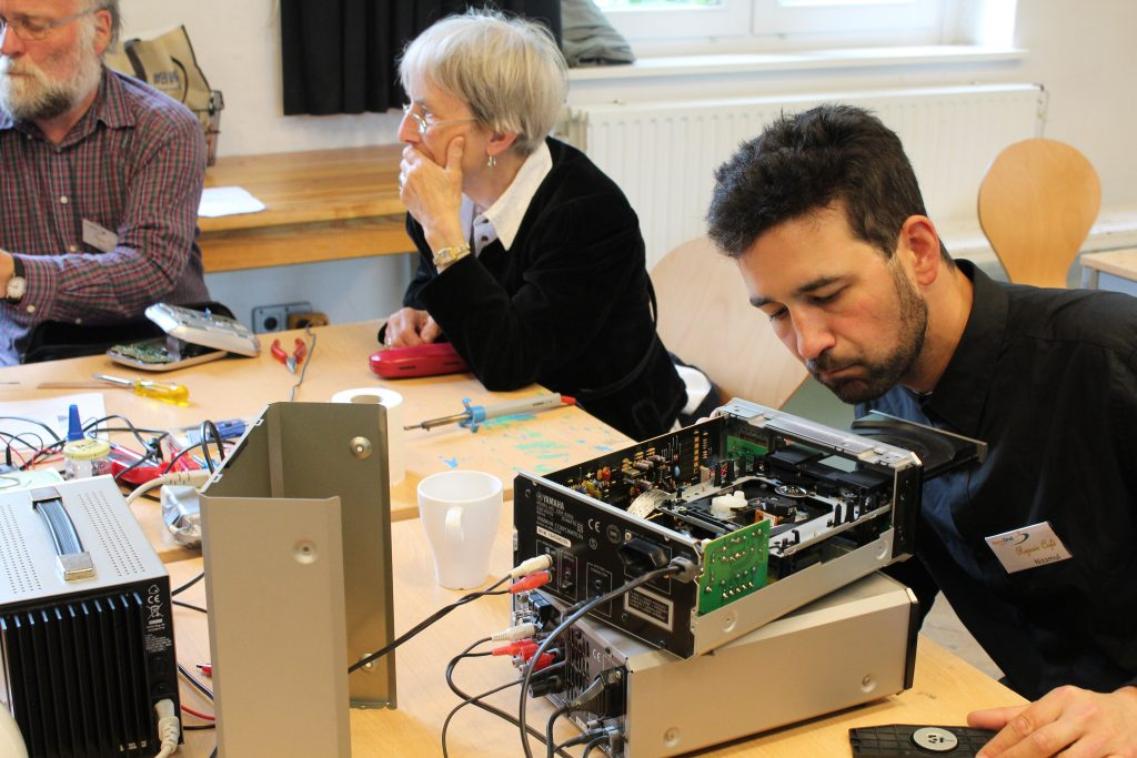 HausDrei Altona Repair Cafe reparieren