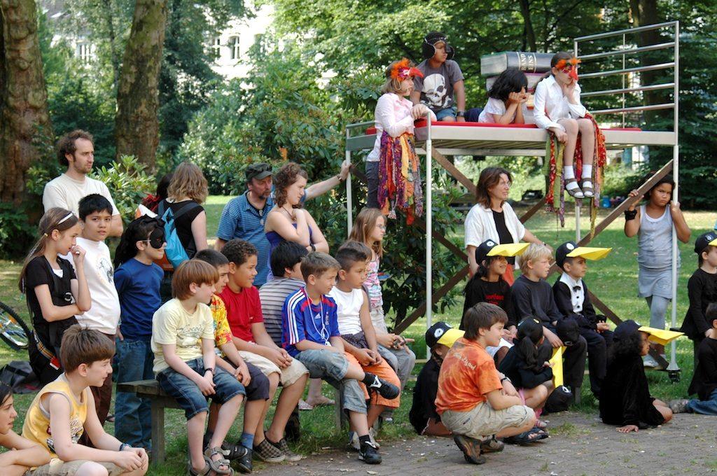 Kindernachtstraum im HausDrei Kinder Theater